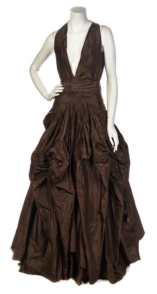 A Vivienne Westwood Olive Taffeta Evening Gown. Utrop: 1 600 SEK. leslie Hindman Auctioneers