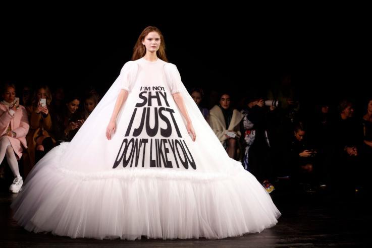 Paris Fashion Week 2019, défilé Viktor & Rolf, image via Newsweek