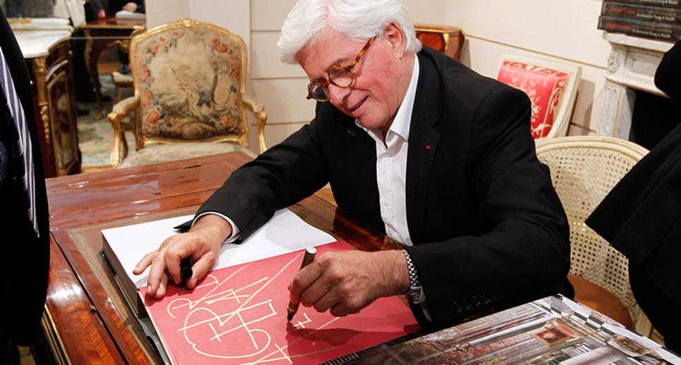 En juin 2014, pour la Nocturne Rive Droite, la Galerie François Léage accueillait Jacques Garcia, pour dédicacer son livre « Vingt ans de passion, le château du Champ de Bataille » Image via Nocturne Rive Droite