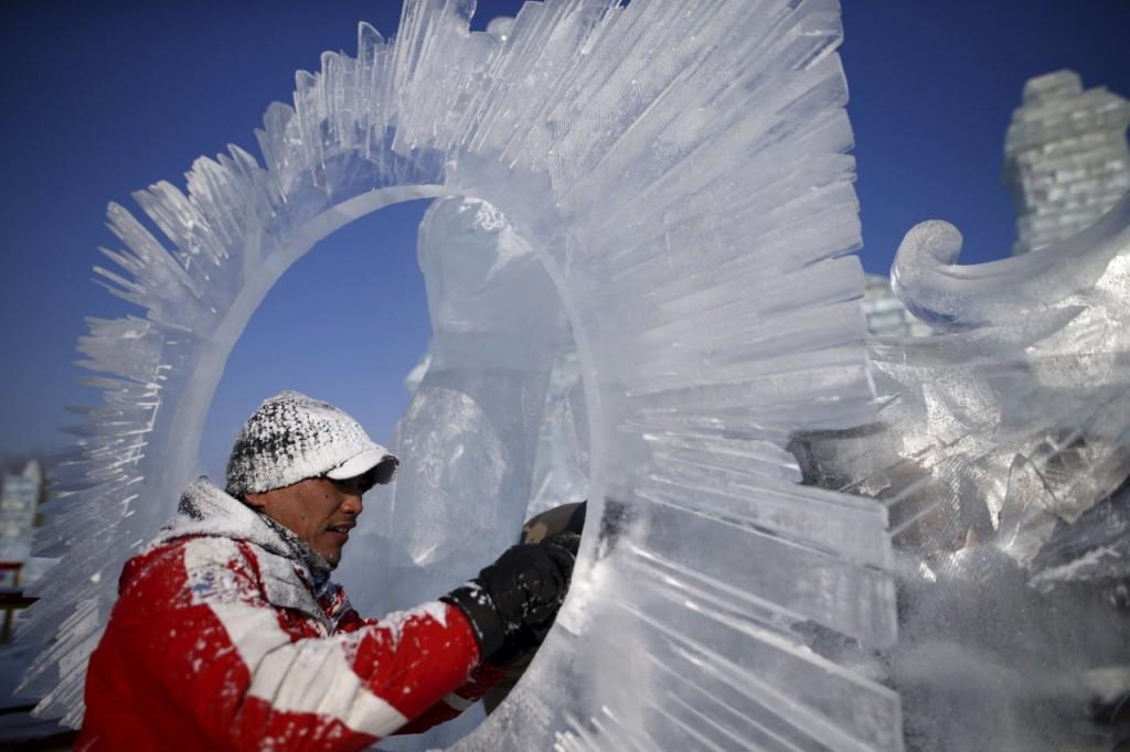 Ce sont plus de 10 000 ouvriers qui ont travaillé pour donner vie à ce village de glace Image: Reuters/Aly Song