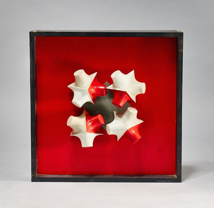 """Lasse Stevenfeldt (1930-2014), """"6x6x6x6"""", 1968-69, mobilier, signerad Lasse Stevenfeldt 68-69, 49x49 cm. Utropspris 4 000 SEK."""