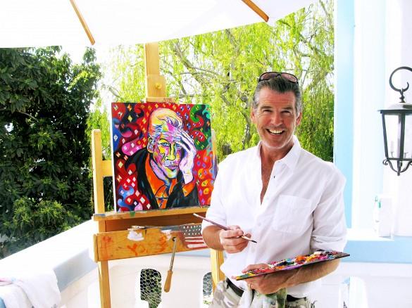 Pierce Brosnan mit einem seiner Werke