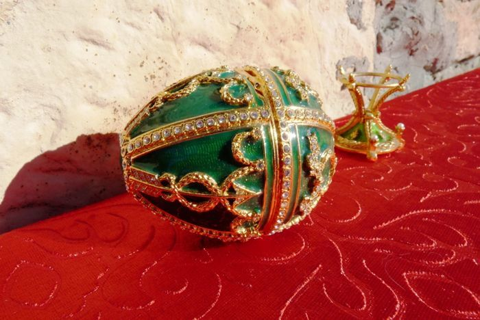 "Fabergé egg from the ""Rosebud"" collection decorated with Swarovski crystals"