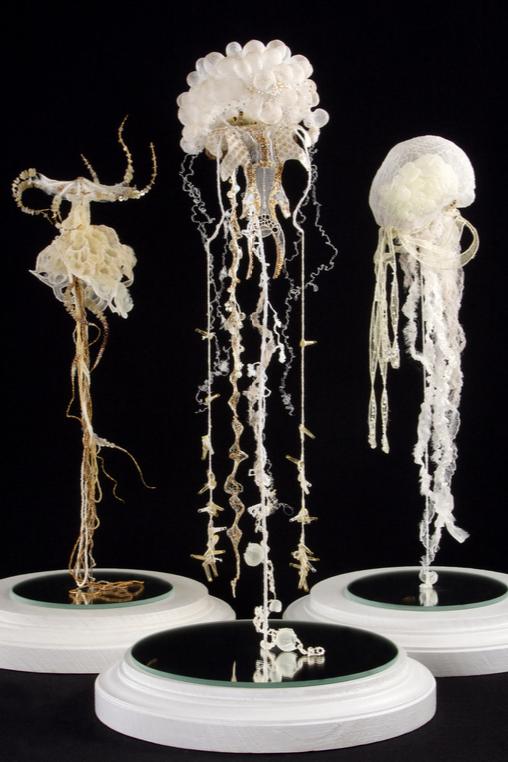 Emmanuelle Dupont (née en 1983) Triptyque « les trois gorgones »  Sculptures textiles crochetées, thermoformées et brodées.