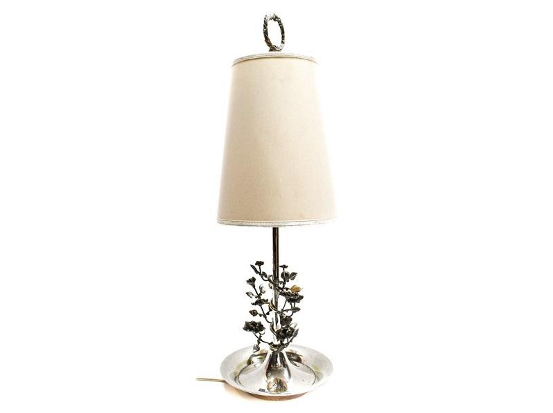 Lámpara de sobremesa en metal plateado con decoración floral (años 70)