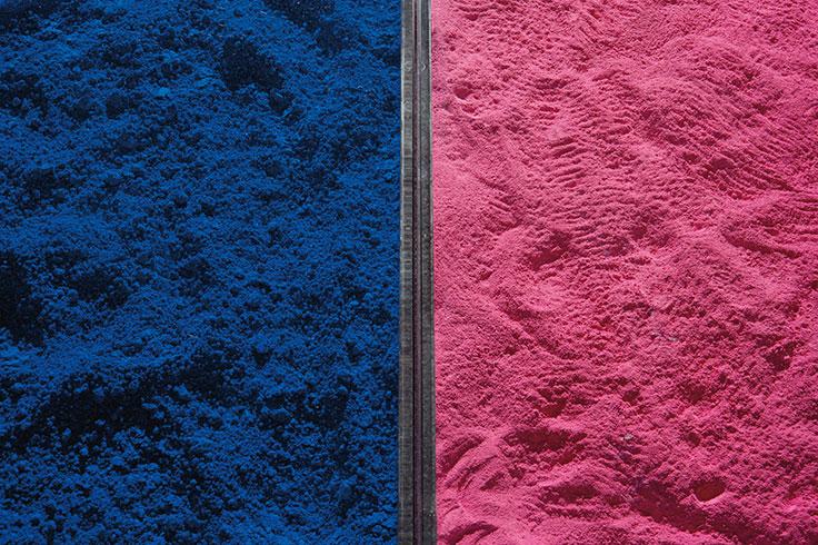"Yves Kleins bord ""Table Bleu"" och ""Table Rose"". Utrop: ca 260.000-390.000 sek (£20,000–30,000). Foto: via Christie's"
