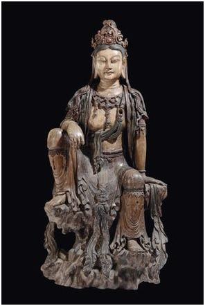 Träfigur av Guanyin från Yuan-dynastin. Utrop: 1 390 000 SEK Cambi