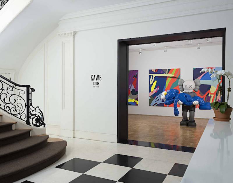 Kaws konst visas i ett Per Skarsteds gallerier