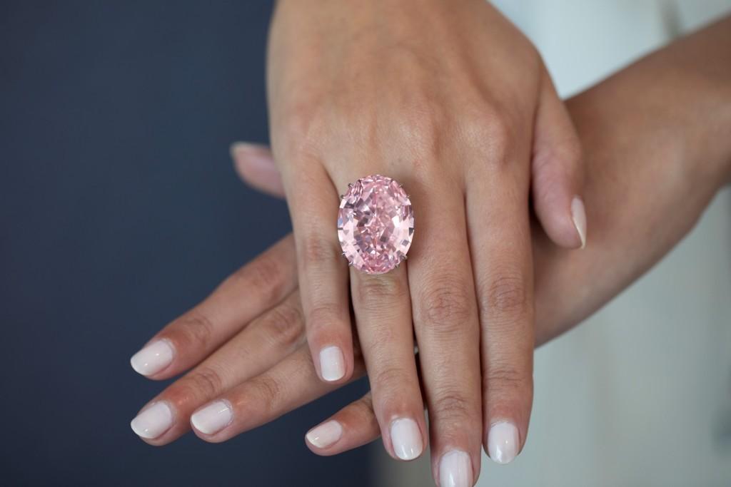 "Le ""Pink Star"" vendu 71,2 millions de dollars chez Sotheby's Hong Kong Image: Sotheby's"