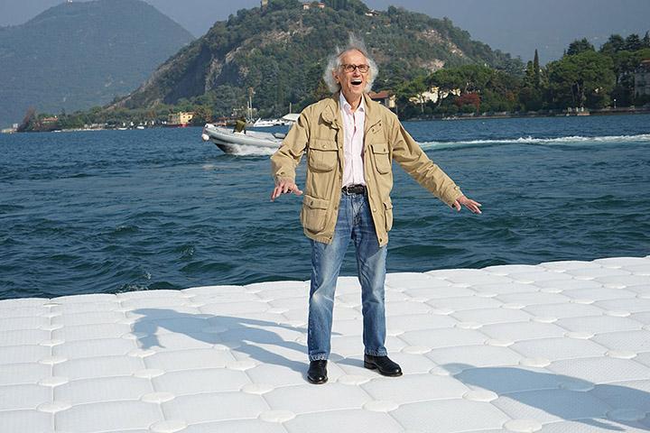 Christo ondule sur le pont flottant au rythme de vagues Photo: Wolfgang Volz