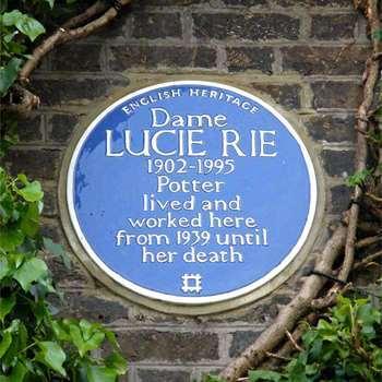 "Lucie Ries ""Blue Plaque"" an der Hauswand von 18 Albion Mews | Foto via english-heritage.org.uk"