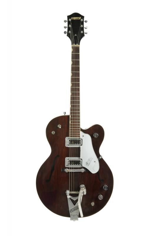 Une guitare Chet Atkins Tennessean de 1962 offerte par Harrison Image via Julien's Auction