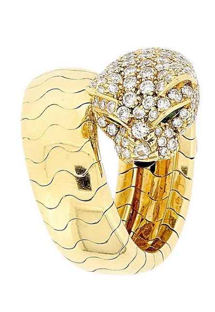 """CARTIER - Ring """"Lakarda"""" mit Pantherkopf aus Gelbgold, besetzt mit Brillanten (2,07 ct), Onyx (0,04 ct) und Smaragden (0,06 ct) Schätzpreis: 12.000-17.000 CHF"""