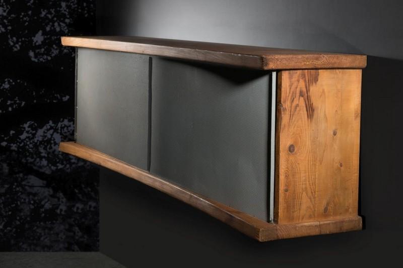 """CHARLOTTE PERRIAND. Mueble """"en forme"""" en abeto con puertas de aluminio. Imagen vía: Artcurial"""