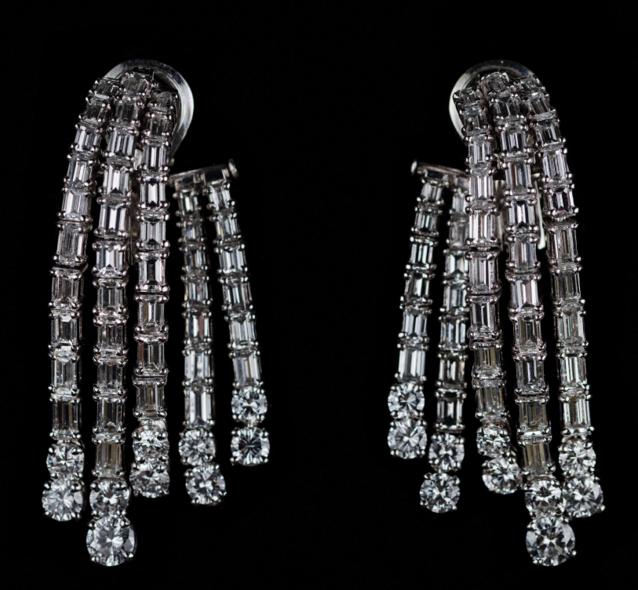 Paire de boucles d'oreilles cascades en or et diamants Art Tibermont