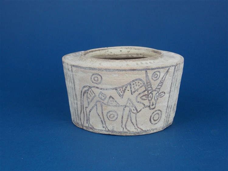 Zweifarbiges Terracotta-Gefäß, Dekor mit Antilope und geometrischen Linien, Indus-Kultur, Indien (3300-1300 v. Chr.)