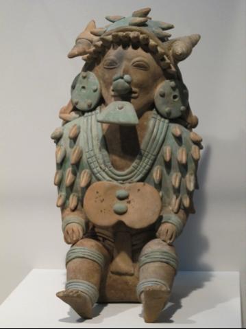 Chamane à coiffe de coquillages marins, terre cuite, culture Jama Coaque, 350 avant-400 après JC, hauteur : 37cm Photo: Jean-Christophe Argillet