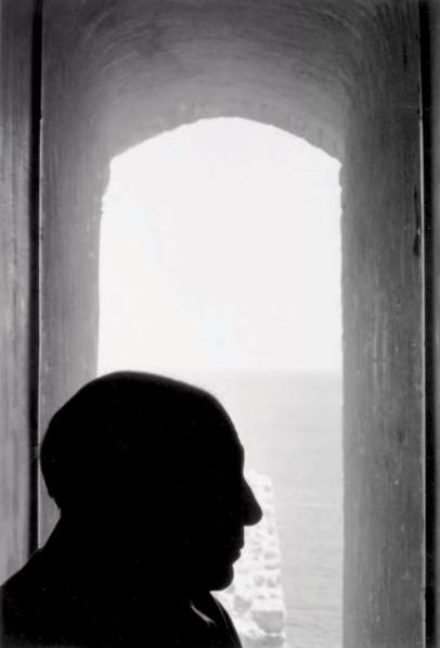 DENISE COLOMB 1902-2004  Picasso a Antibes, ca. 1960. Yann Le Mouel Estimation Basse: 800 €