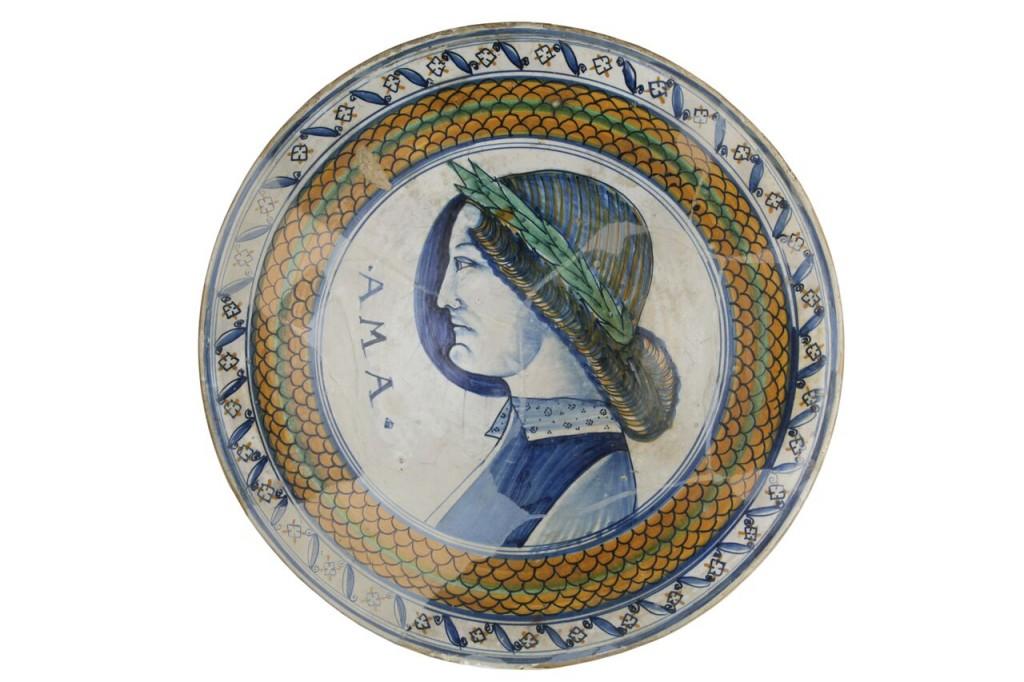 Einzigartiger Teller mit dem Portrait des Angelo Poliziano, Montelupo Ende 15. Jh. Schätzpreis: 4.000-5.000 EUR