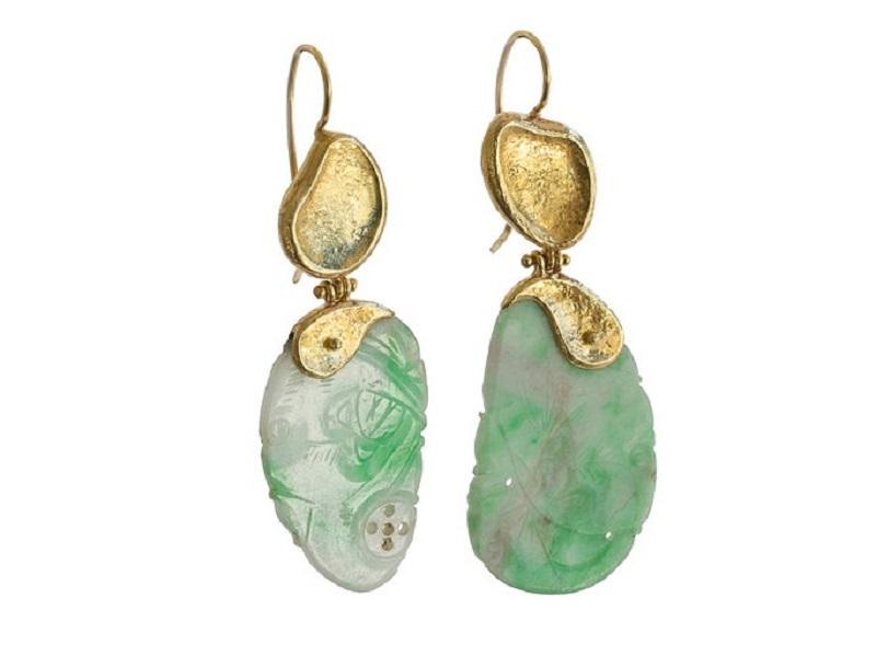 Pendientes de ANTONELLA SICOLI con dos piezas naturales de jade chino antiguo que imitan el ying y el yang