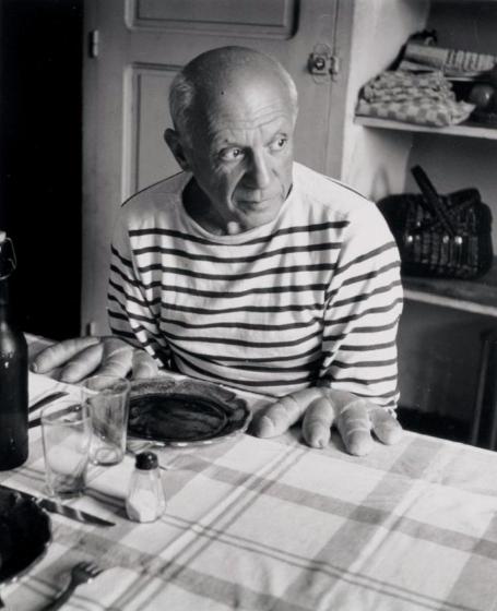 ROBERT DOISNEAU 1912-1994  Les Pains de Picasso, Vallauris, 1952. Yann Le Mouel Estimation Basse: 1 800 €