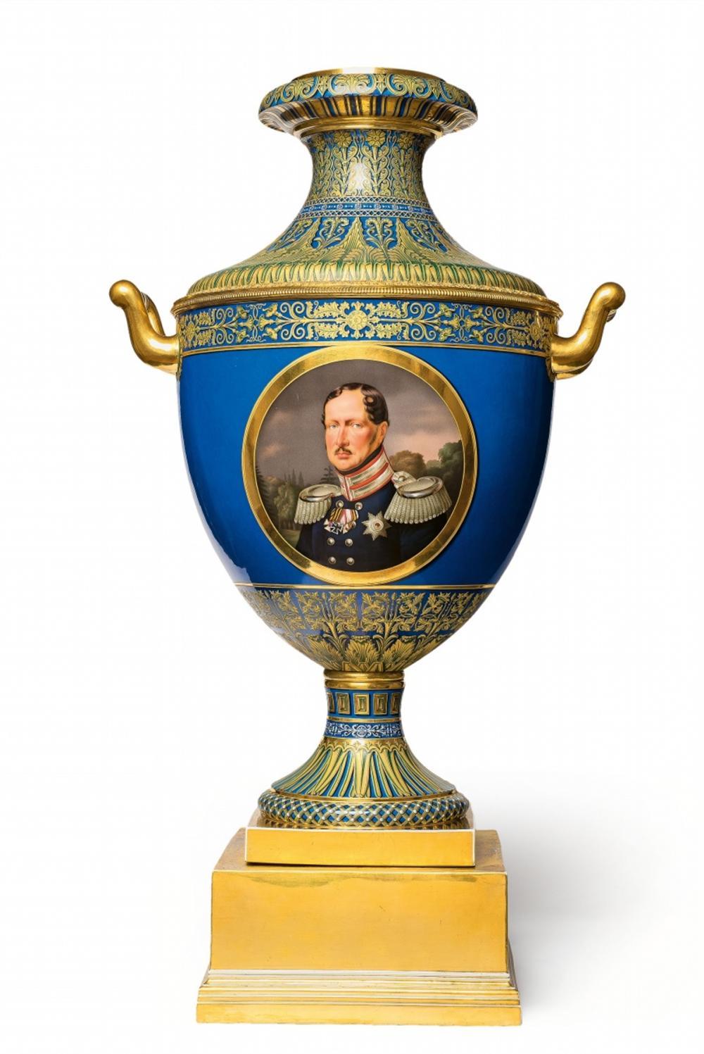Vas med porträtt av Fredrik Vilhelm III av Preussen, gåva till kungen av Hannover, KPM Berlin 1842. Foto: Lempertz.