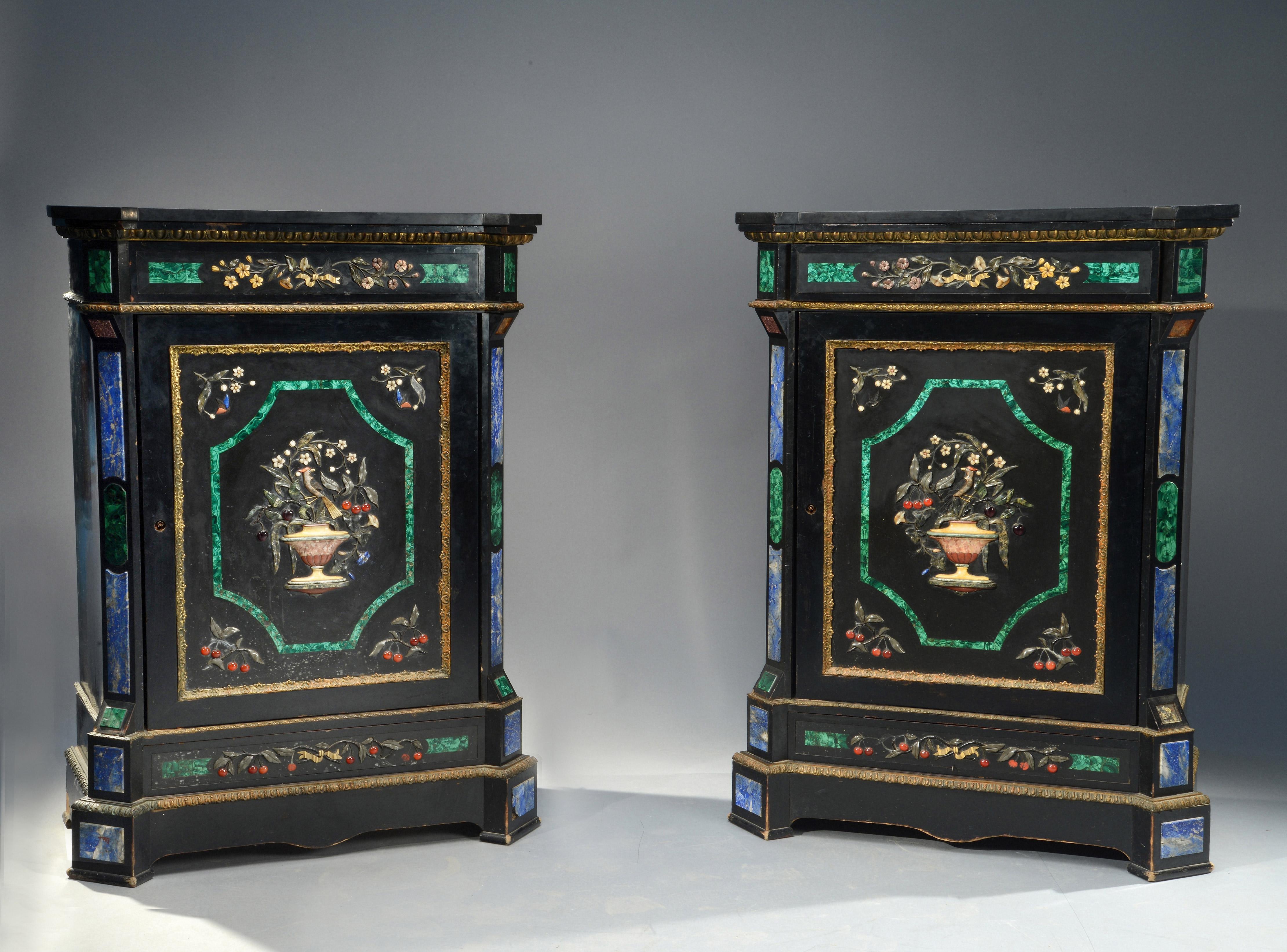 Paire de meubles attribuée à Monbro Aîne