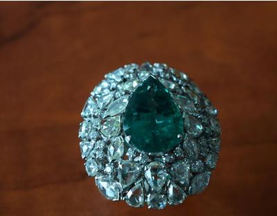 Bague diamant et émeraude Catawiki Estimation: 40 000 €