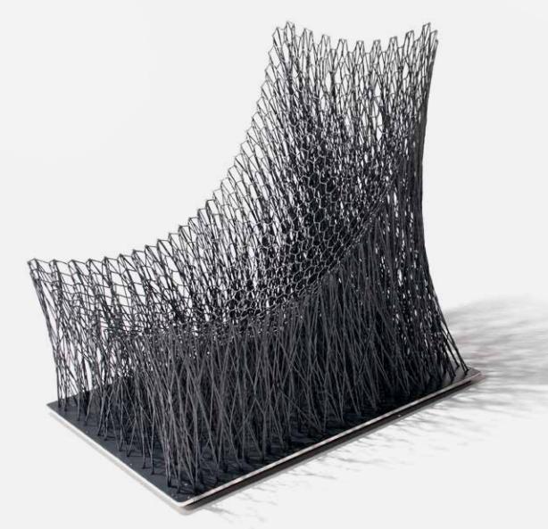 LUNO ARMCHAIR, 2014 Fibre de carbone, base en aluminium Édition limitée à 10 exemplaires Image via Tajan