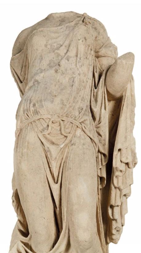 Torse de Victoire au drapé mouillé Calcaire Début du Ier siècle après J.C.