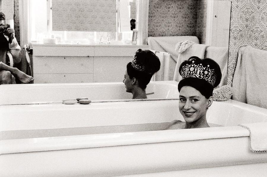 La princesse Margaret photographiée par son mari Lord Snowdon portant la tiare de Poltimore