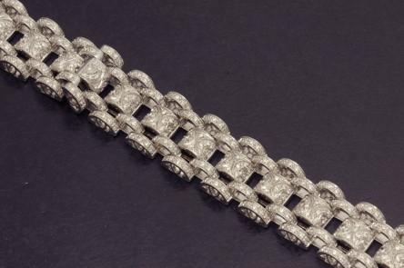Important bracelet or blanc et diamants taillés en pavé