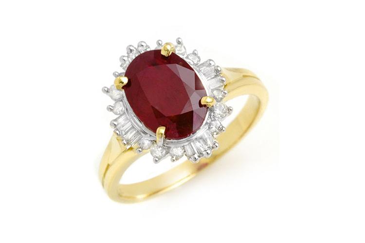 10 karats guldring med en röd rubin och diamanter. Utrop: 21.800 SEK US Jewelry Liqudiation