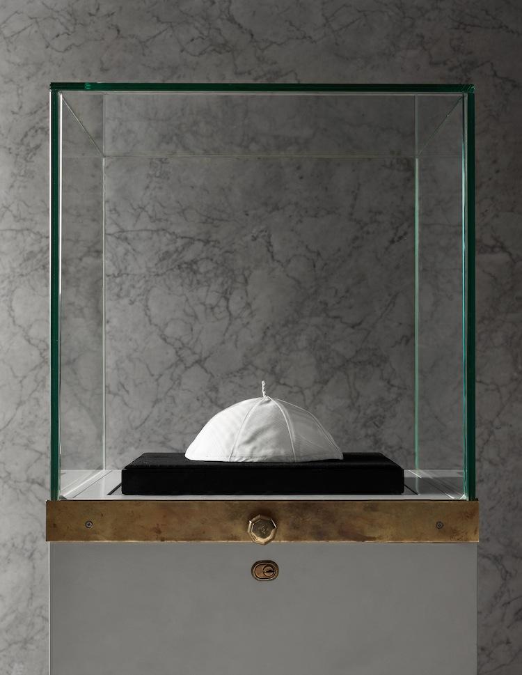 Hans Helighet påve Franciskus kalott. Bild: Bukowskis.