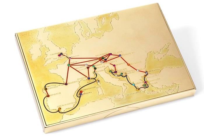 """Un étui à cigarettes en or 18 carats et pierres précieuses gravé: """"David de Wallis Christmas 1935"""", gravé d'une carte de vacances en Europe, s'est vendue 266 000 $, soit près de 100 fois sa valeur estimée Image via Sotheby's"""