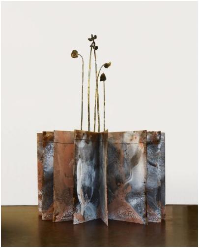 Anselm Kiefer (Donaueschingen 1945 - ) , Nigredo albedo Rubedo, i bland annat olja, bly, trä, terrakotta, tyg och tråd samt torkade solrosor. 196 x 140 cm, 2006. Utopspris: 2,5 - 3,4 miljoner kronor.