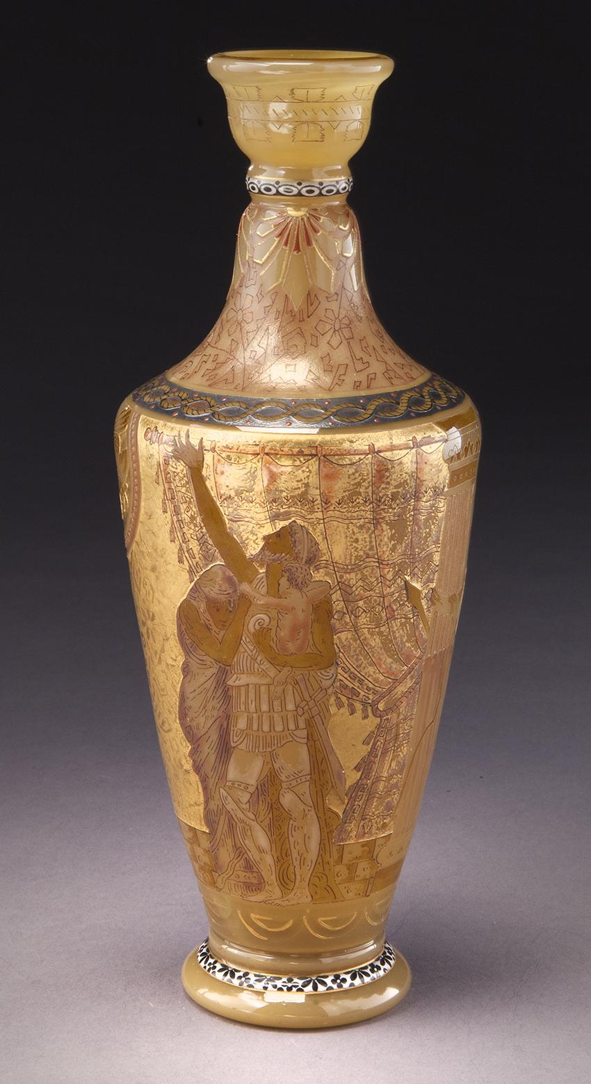 Burgun Schverer, vase en verre camée français, épaule en verre ambré orné de figures mythologique, circa 1890
