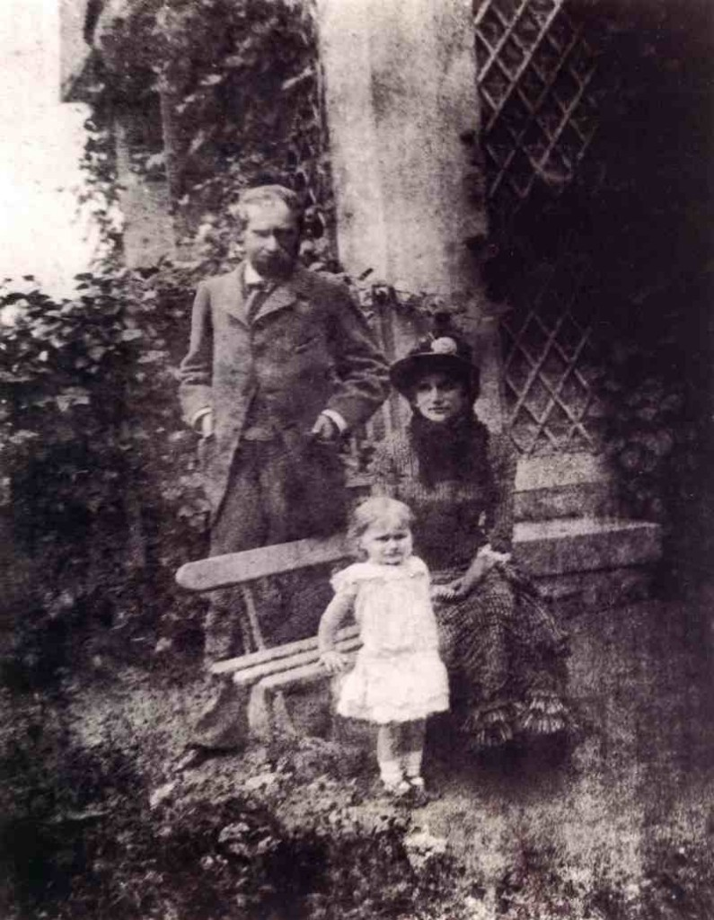 Berthe Morisot, Eugène Manet et leur fille Julie à Bougival, 1880, image via The Art Slack