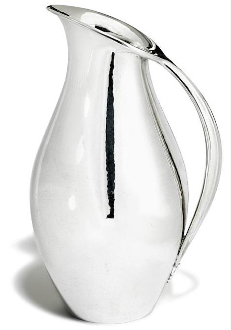 I veckan kommer en auktion innehållande Georg Jensen-silver. Ett av objekten är Johan Rohdes vackra och tidlösa kanna i silver för Georg Jensen 1933-1944