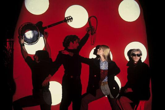 De gauche à droite, John Cale, Andy Warhol, Nico et Gérard Malanga, en 1966. Herve GLOAGUEN / Gamma-Rapho via Getty Images / Centre Pompidou Metz