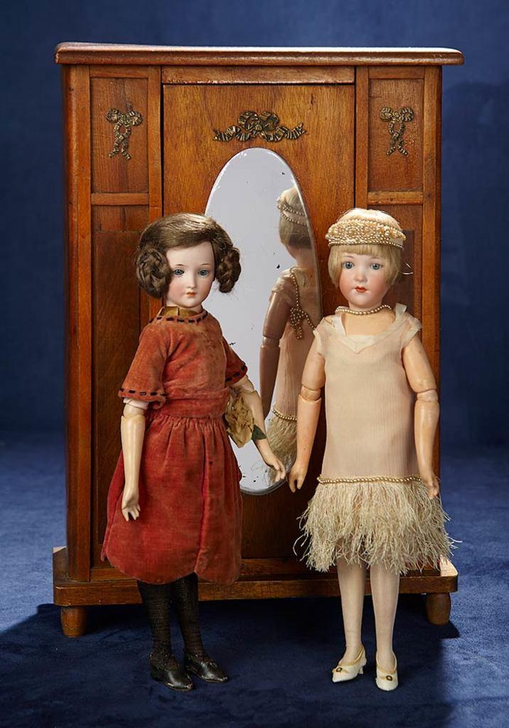 Muñecas de porcelana alemanas. Imagen vía: Barnebys