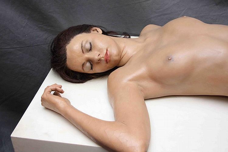 """John De Andrea, """"Linda reclining"""", polyester et cheveux naturels, 78x175x75 cm"""