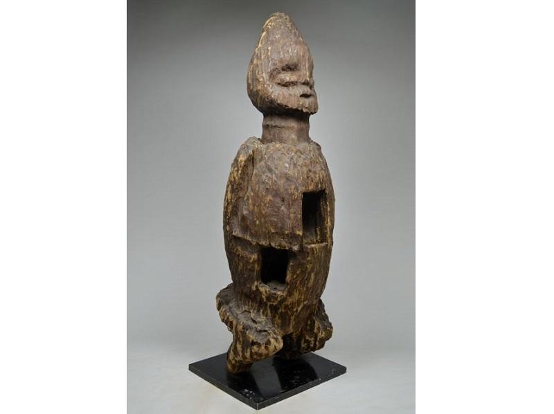 Escultura masculina. BANGWA, BAMILÉKÉ. Camerún