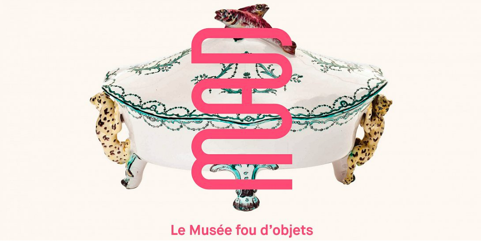 """En 2018, MAD inaugure son nouveau logo et la phrase de signature """"Le musée fou d'objets"""""""