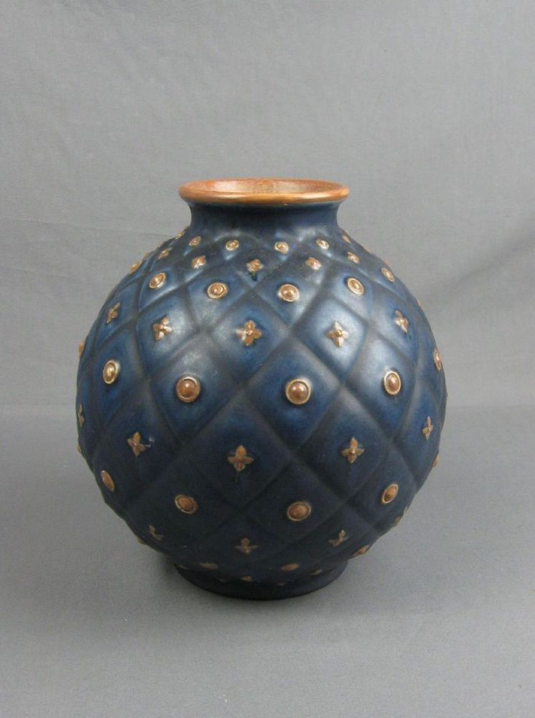 Italian vase. Estimate $220