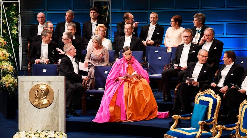 Pontus Silfverstolpe om Nobelbanketten, Sara Danius klänning och återvunna plagg
