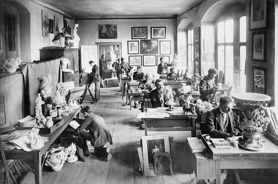 Blick in die Fertigung der Manufaktur Meissen im Jahr 1899   Foto: Global Blue