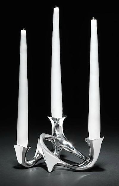 Henning Koppels kandelaber tillverkades under en längre tid, 1945-1977, men auktionens exemplar är av tidig tillverkning
