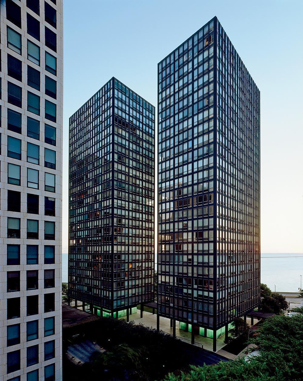 Résidences Mies sur Lake Shore Drive à Chicago, image ©Chicago Mag