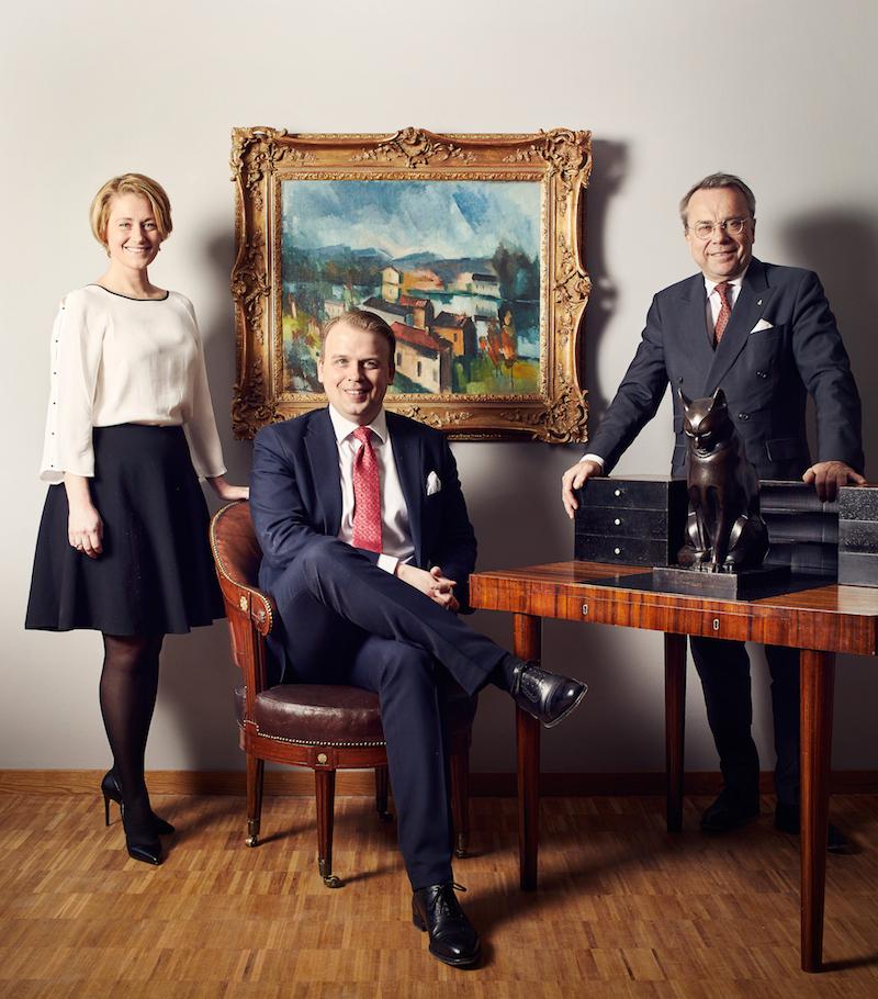Sofie & Magnus Bexhed tillsammans med Knut Knutsson. Foto: Uppsala Auktionskammare.